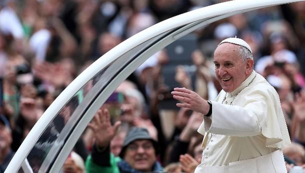 Papa: a ex-drogati posto d'onore udienza
