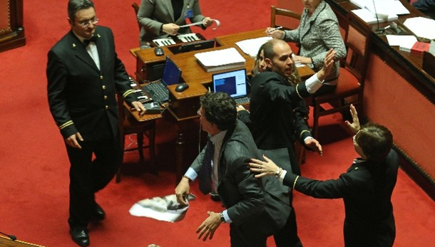 Sospensione per due senatori M5s