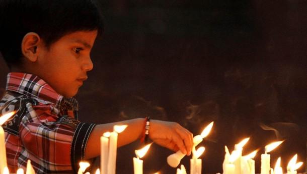 Coppia cristiani arsa viva per blasfemia