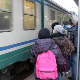 Una giornata di scioperi, si fermano anche le ferrovie