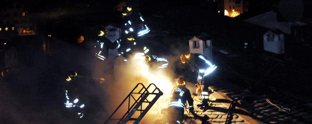 Chiavenna, incendio e paura in piazza Pestalozzi