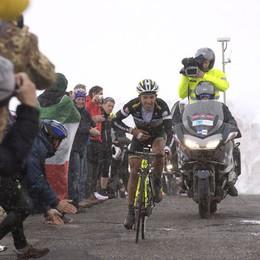 Giro d'Italia, applausi e striscioni  in Alta valle per i ciclisti