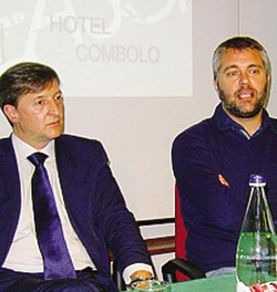 Il sindaco Elio Moretti e il direttore sportivo Daniele Della Fiori Un'azione della pallacanestro  Cantù