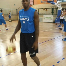 Basket: Jones e Cantù  è subito luna di miele