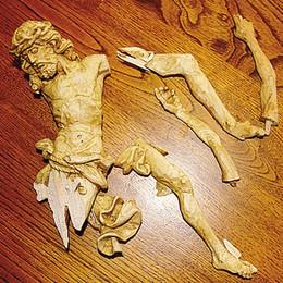 Crocifisso profanato   e distrutto: «Vergogna»