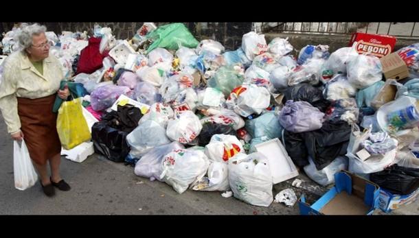Traffico illecito rifiuti: 14 arresti