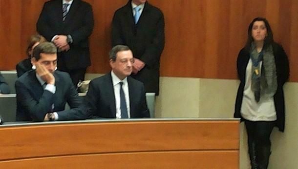 Bce: Draghi a sorpresa in Bocconi