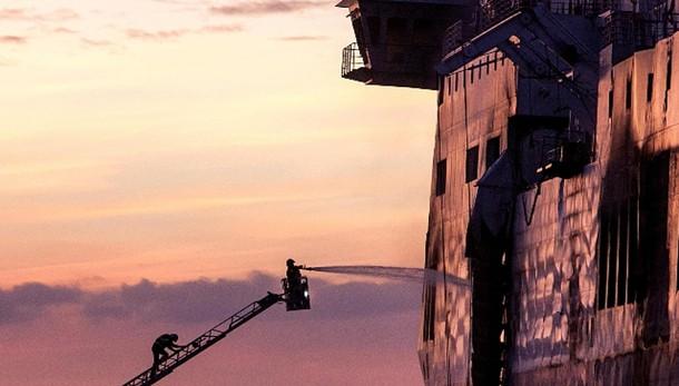 Traghetto: Capitaneria, fuoco non cessa