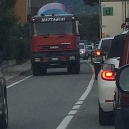Il metanodotto frena la statale 38  Tresenda, il traffico resta bloccato