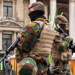 Bruxelles nel mirino, giorni da incubo: «Vediamo sui tetti i tiratori scelti»