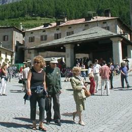 «Turisti in Alta Valle. Un'estate boom  grazie a caldo e sole»