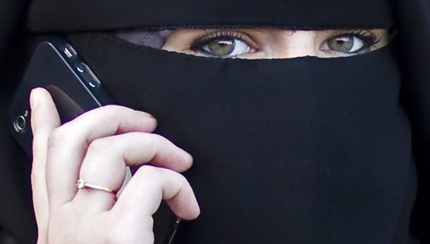 Lombardia, linea dura su burqa e niqab