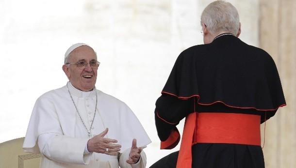 Papa rinvia visita a Milano al 2017