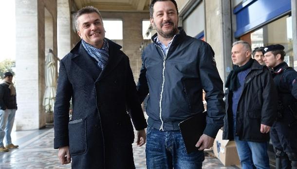 Banche: Lega, Renzi infame su suicida