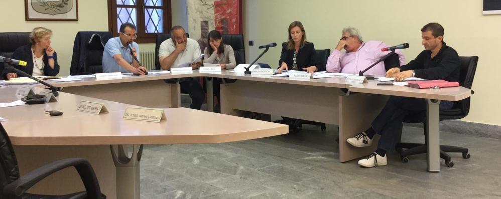 La minoranza di Villa di Tirano: «Solo menzogne dal sindaco»