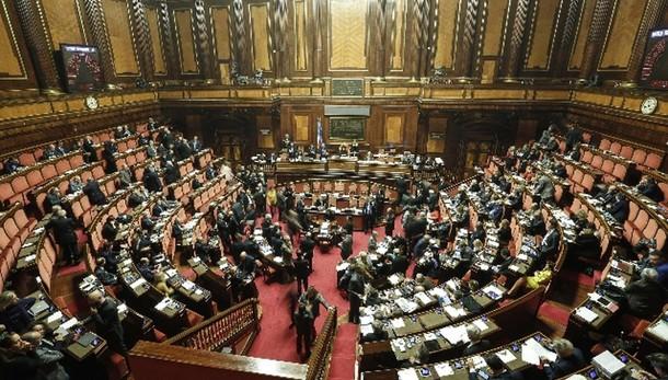 Rai:sì Senato riforma per alzata di mano