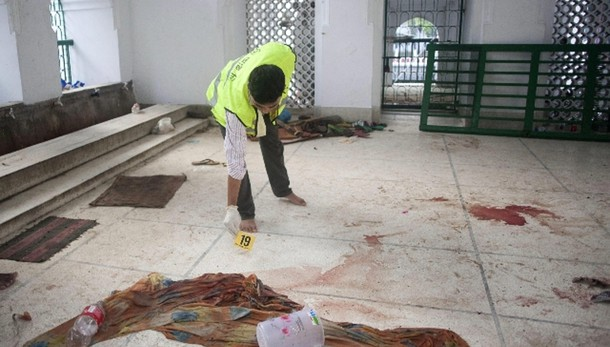 Bangladesh: kamikaze in moschea, 1 morto