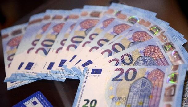 Cambi: euro stabile a 1,0966 dollari
