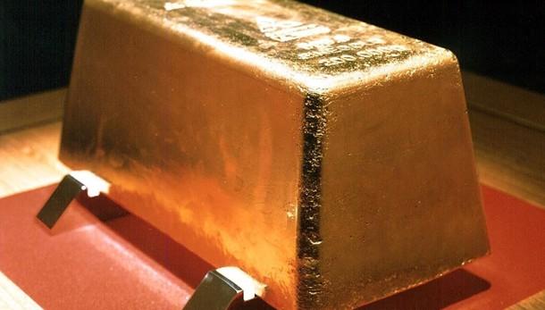 Oro: in rialzo a 1.074,39 dollari