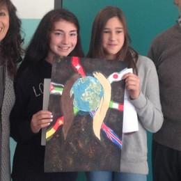 Un mondo di pace. Premiato il poster  di Alida e Gemma