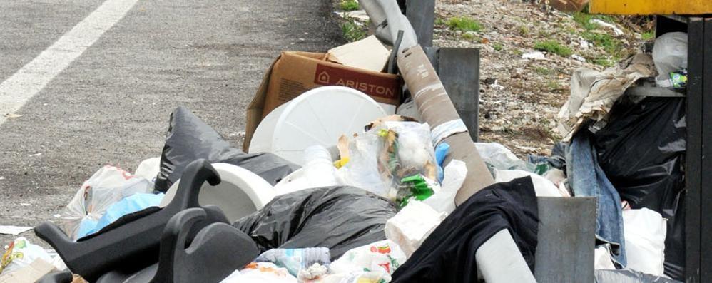 Furbi e furbetti dei rifiuti  Scatta la tolleranza zero