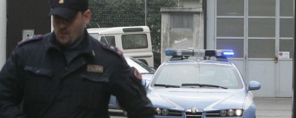 Derubato li insegue in auto: presi e arrestati due romeni