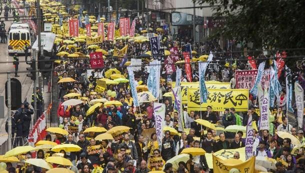 Hong Kong: manifestazione per democrazia