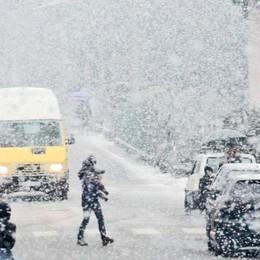 La grande neve sfiora solo la Valle. E il traffico scorre