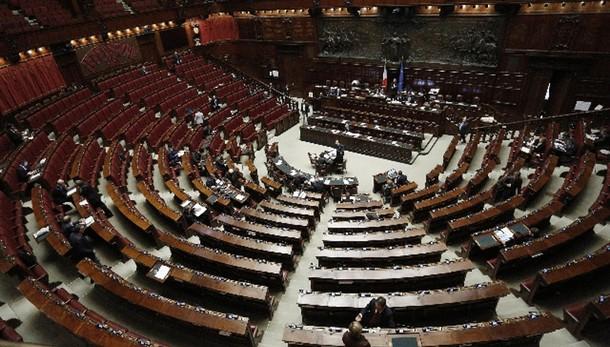 Riforme: Fi vota no ma 17 sono critici