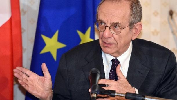 Ue: Padoan,700 mld per tornare pre-crisi