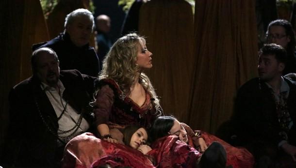 Scala: Carmen, fischi a Zanetti e Cura