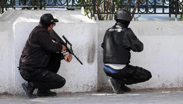 Tunisi: mandato arresto poliziotto Bardo