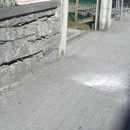 Campovico, auto sbanda e finisce contro un muro