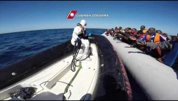 Immigrazione: barcone naufraga, 10 morti