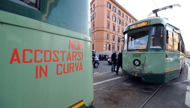 Roma: Cgil, tram e metro non assicurati