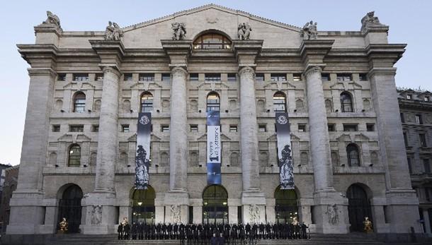 Borsa: Milano apre in rialzo, +0,4%