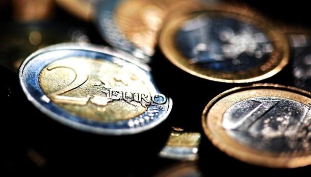 Euro sotto 1,10 dlr, minimo da 11 anni