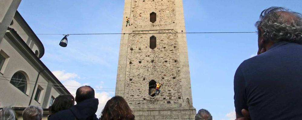 """""""Street climbing"""" a Sondrio   Tutta la città per arrampicarsi"""