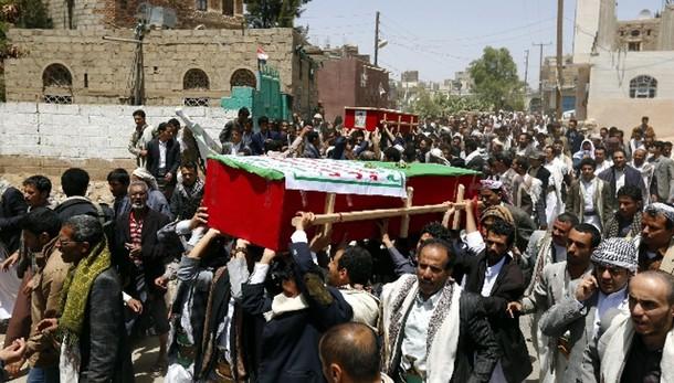 Yemen: raid sauditi colpiscono capitale