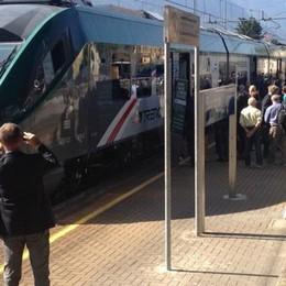 «Sviene in treno, ma è soccorso tardi  Intrappolati nei vagoni del Coradia»