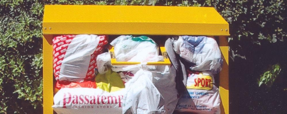 Sondrio, vestiti e scarpe usati  Nuova raccolta, calate le donazioni
