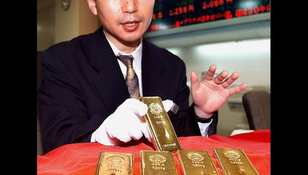 Oro: ancora sotto 1.200 dollari l'oncia