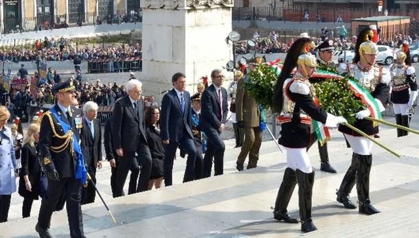 25 Aprile: Mattarella a Altare Patria
