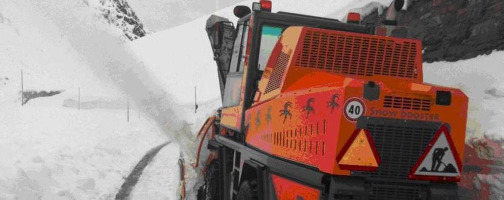 Pressing per riaprire il Passo Spluga