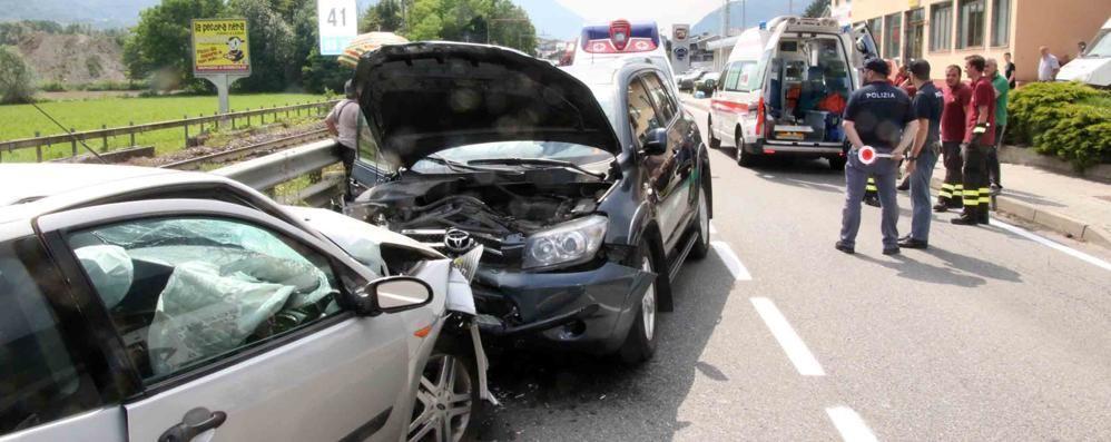Altro incidente sulla Statale: cinque feriti nello scontro