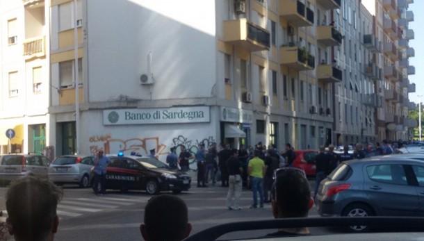 Rapina con ostaggi in banca a Cagliari