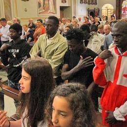 Migranti alla festa di Triangia, «tendiamo la mano a chi ha bisogno»