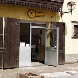 Madonna raccoglie le firme «L'ufficio postale deve restare»