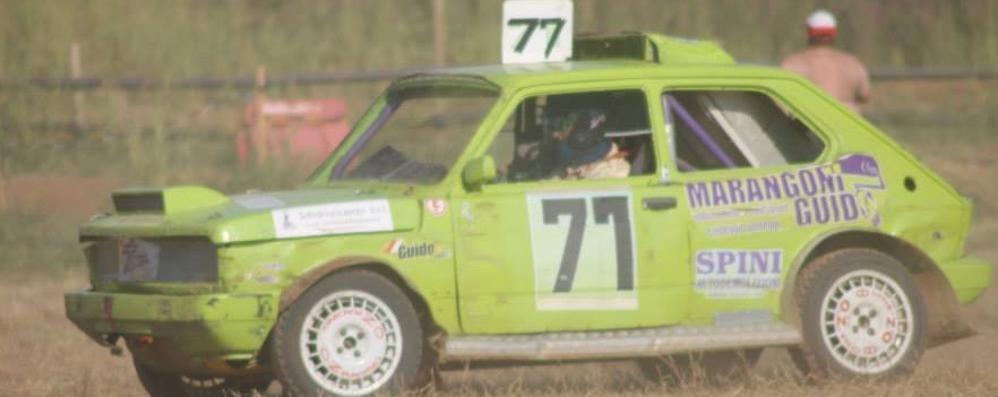 Guida una vecchia Fiat 127 ma è più veloce degli altri