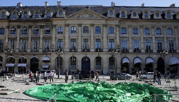 Francia,48.000 impiegati statali in nero
